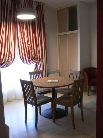 Pierre & Vacances Residence Le Castel Normand: Pièce principale du studio