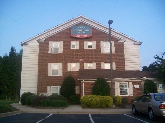 TownePlace Suites Charlotte Arrowood: Main building