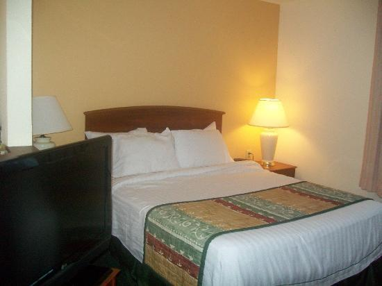 TownePlace Suites Charlotte Arrowood : Bed area