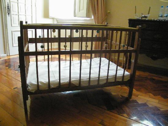 lit de b b ancien foto de solar de alvega abrantes. Black Bedroom Furniture Sets. Home Design Ideas