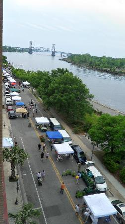 Riverview Suites: Wilmington Farmer's market as seen from balcony