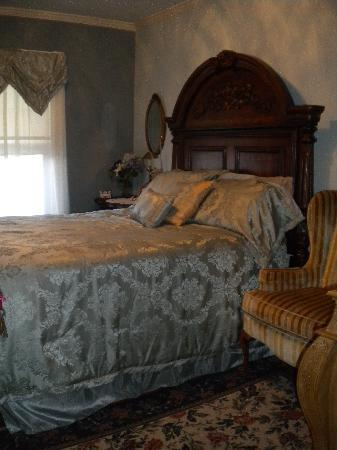 Fleetwood House Bed and Breakfast: Blue Room