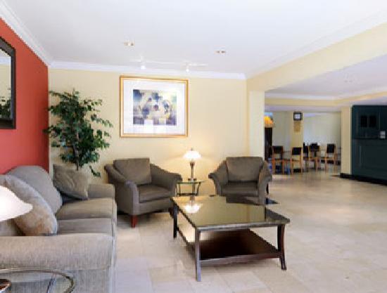 Quality Inn DFW-Airport: Lobby Area