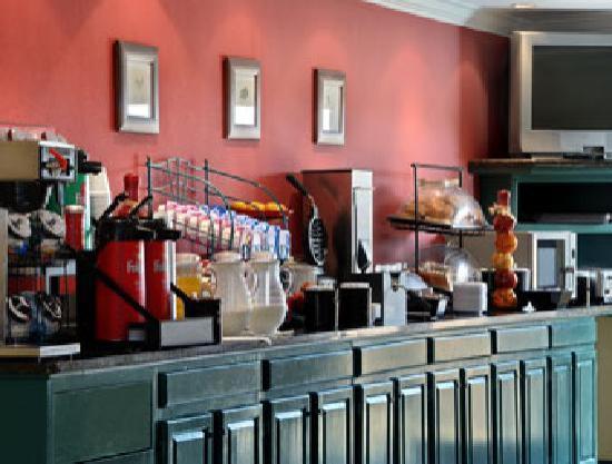 Quality Inn DFW-Airport: Breakfast Area