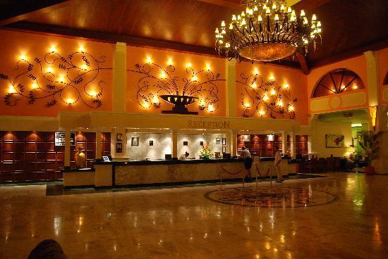 Sandos Playacar Beach Resort: lobby inside