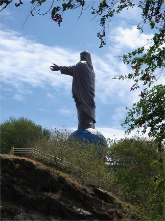 Dili, Østtimor: View of the statue on the hike up.
