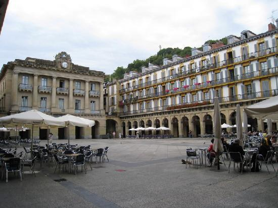 Hotel Maria Cristina, a Luxury Collection Hotel, San Sebastian: Town Square