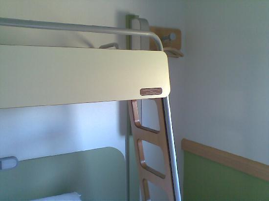ibis budget Oviedo: Las escaleras de la litera superior.