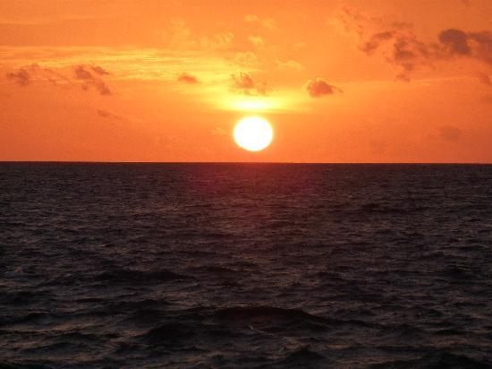 Ellaidhoo Maldives by Cinnamon: Amazing sunset view from our balconey