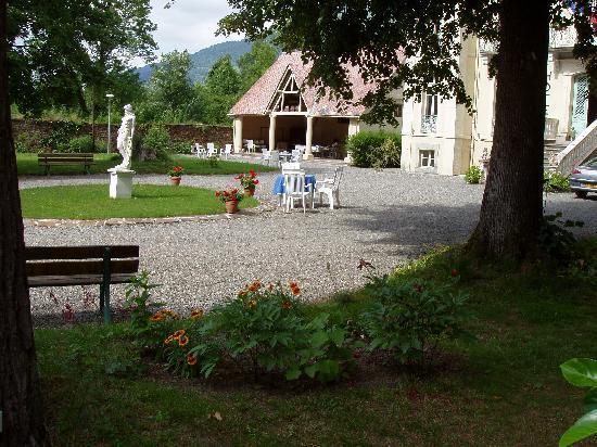 Hotel Castel de la Pique : Le parc en été