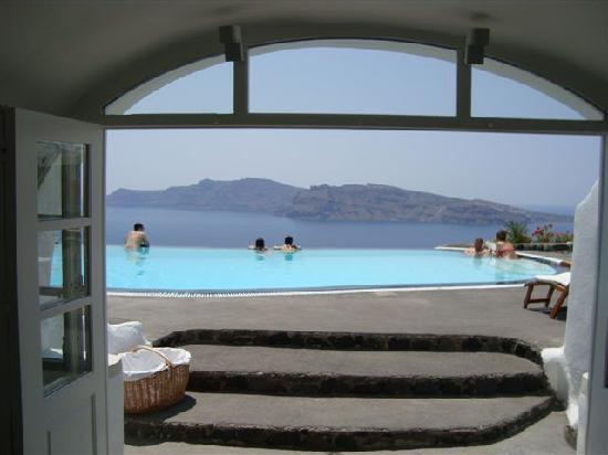 Perivolas: eating breakfast overlooking pool