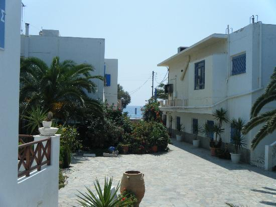 Cyclades Hotel: View from reception