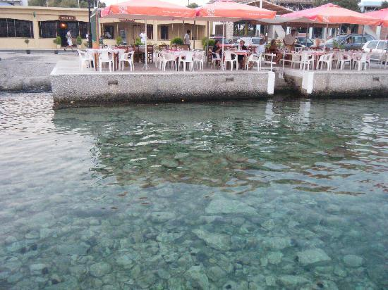 Cyclades Hotel: Clear water and the busiest restaurant. Most are much quieter but their food is excellent too!