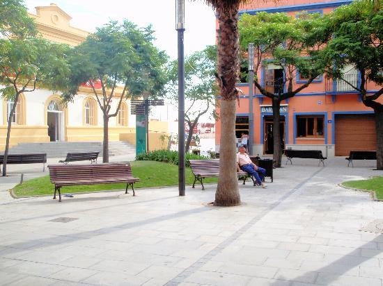 Hotel Ibersol Sorra D'Or Hotel: square at side of hotel/ train station