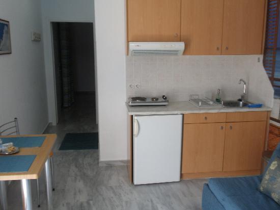 Limani Apartments: limani kitchen