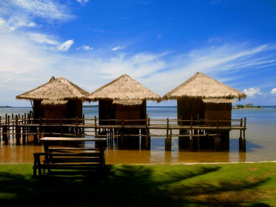 Nostalgia Yasin Bungalow: Water bungalows side by side