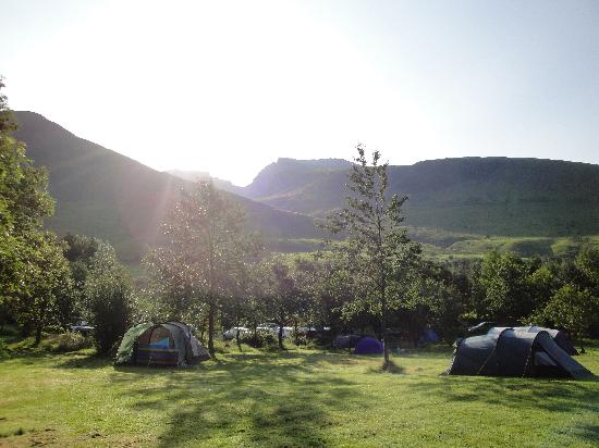 Eskdale, UK: Sunrise over the Scafells and the campsite