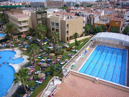 Evenia Olympic Park: piscine côté spa