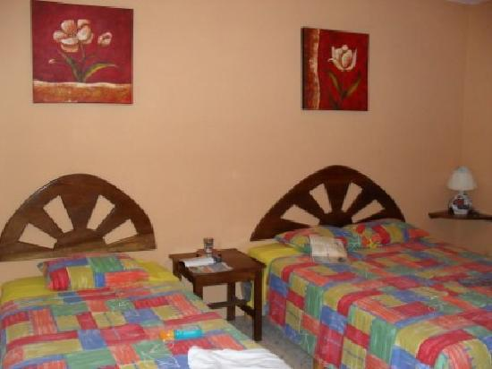 Cafe Del Sol Hotel: A/C room