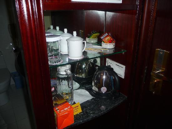 Huanghai Hotel: Coffee/tea service in room