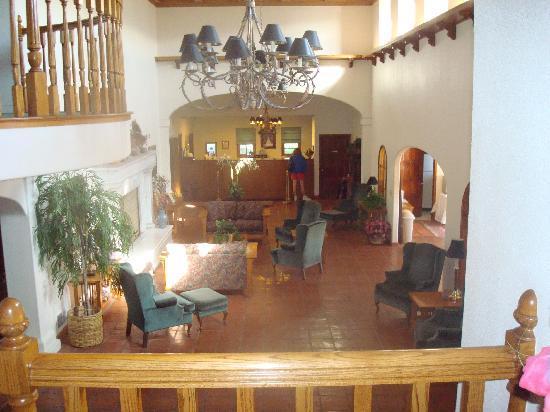 Posada de San Juan: View of Lobby from upstairs balcony area