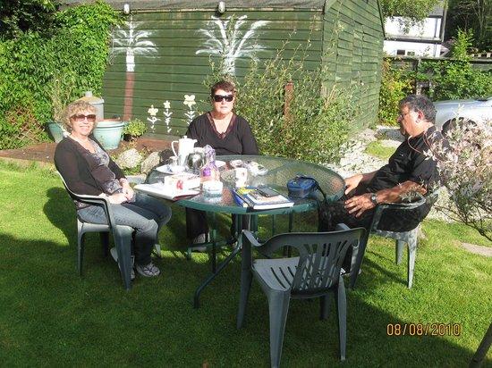 Brambles B&B: show the garden
