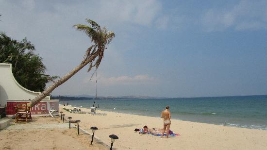 Novela Muine Resort & Spa: View of beach while dining at Sankara