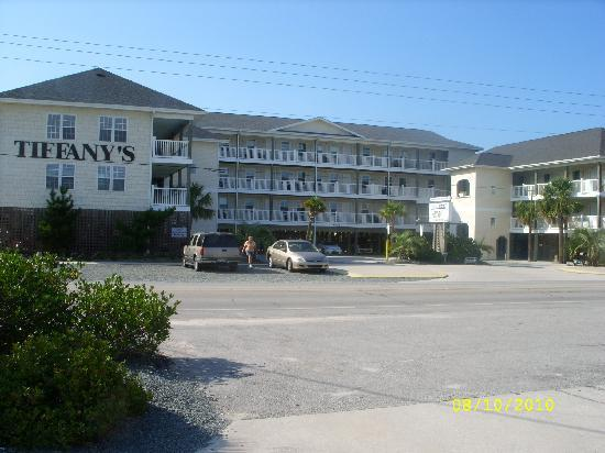 Tiffany's Motel: View from front of hotel