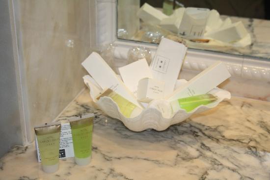 Hotel Carlos I Silgar: Detalle en el baño