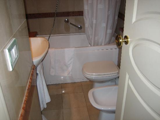 هوتل لودوفيزي بالاس: baño