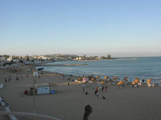 Palm Hotel : La plage devant l'hôtel
