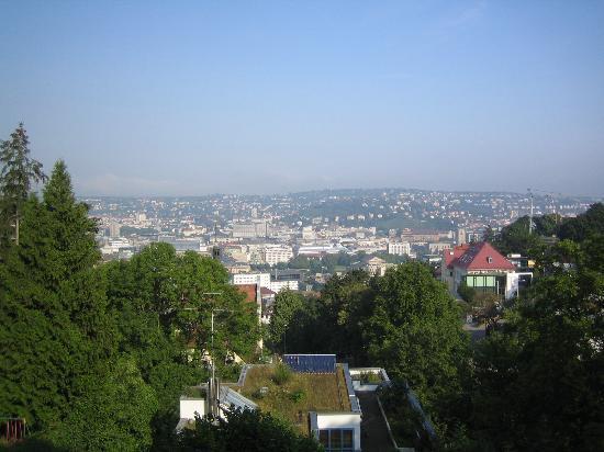 Jugendgästehaus Stuttgart: Die Aussicht vom Garten aus.