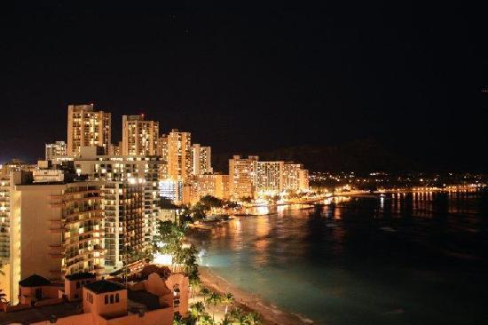 Sheraton Waikiki : view at night