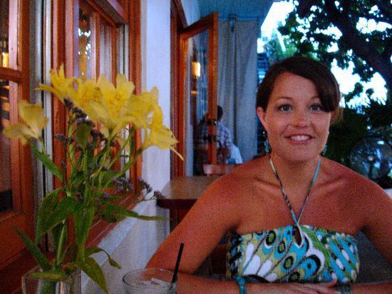 Santiago's Bodega: Enjoying dinner outside on the porch.