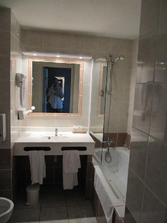 BEST WESTERN Atrium Arles: Bathroom