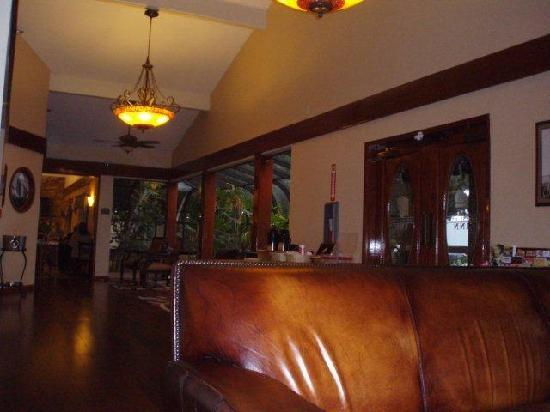 Best Western Plus Forest Park Inn: Lobby