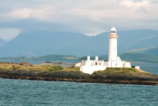 Smithy House: lighthouse in the sound of Mull