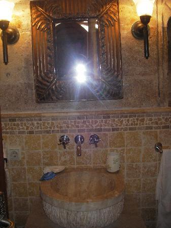 Meleklerevi Cave Hotel: the bathroom