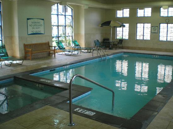 Staybridge Suites West Chester : Pool & Spa