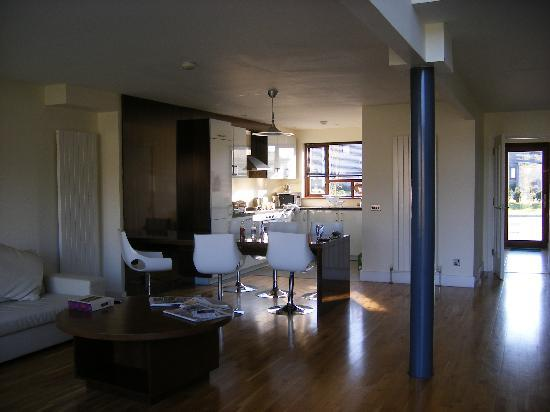Castlemartyr Resort: Lodge kitchen area