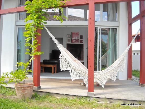 Chambre d'hotes Muriska: Chambre d'hôtes Muriska Vue sur le hamac de la terrasse