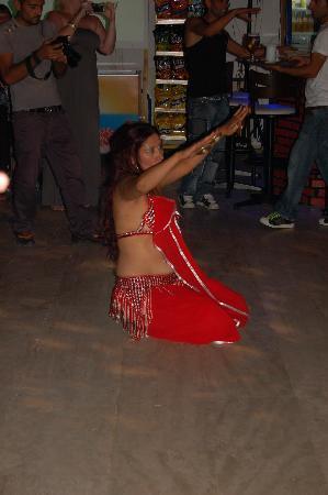Hermes Hotel : belly dancer