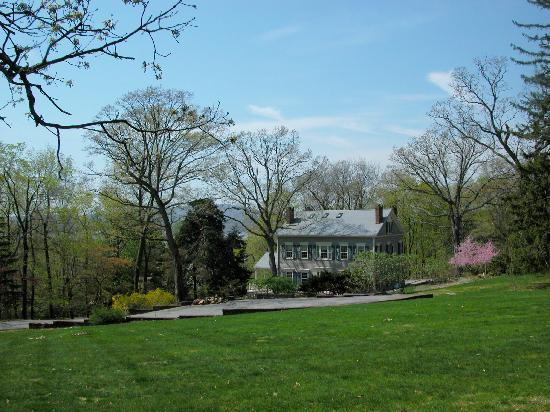 Chrystie House Bed and Breakfast: Chrystie House- ground view
