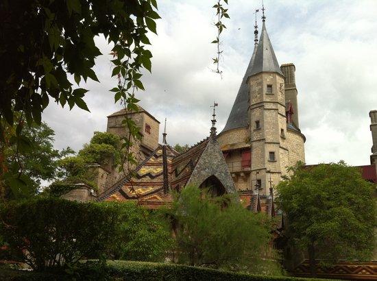 Chateau De La Rochepot: Rochepot - tiled roof