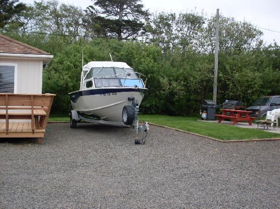 Sea Haven Motel: Room for Boats!