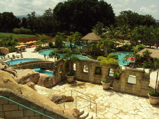Mayaguez Resort & Casino: Vista de algunas de las piscinas