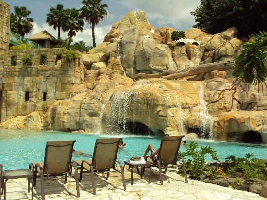 Mayaguez Resort & Casino: El área de una de las cuevas de las piscinas
