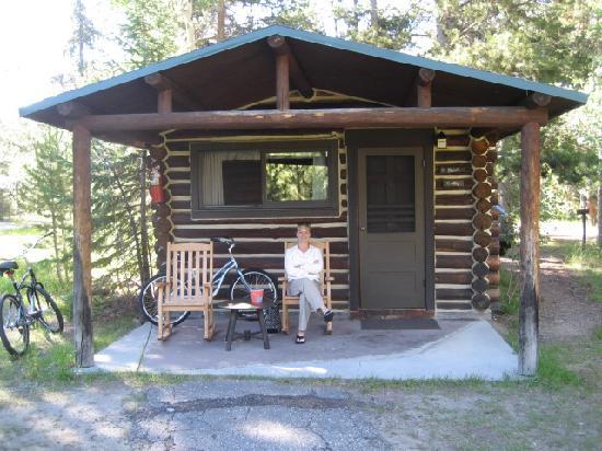 Sitting on the porch at jenny lake lodge cabins foto di for Stazione di jackson hole cabin