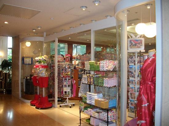 อินเตอร์เนชั่นแนล การ์เด้น โฮเต็ล นาริตะ: The gift shop at the Garden Hotel.