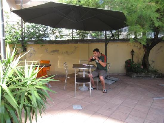 Salerno Hotel: Enjoying my expresso on the patio